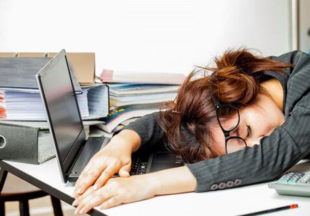 How to Stay awake & feel less sleepy at Work